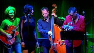 Küçük Bir Kız (feat. Mederic Collignon) (Live)